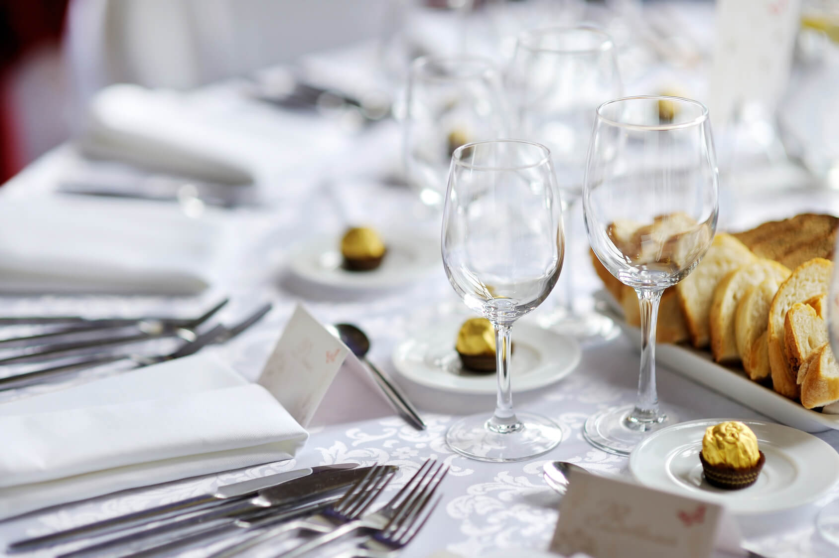 proper etiquette at a formal dinner table - Contact